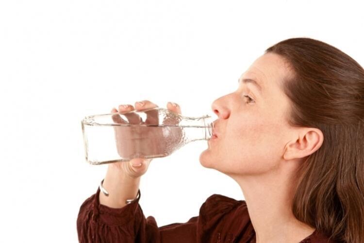 2- Türk halkı olarak suyu ne yazık ki pek seven bir millet değiliz. Vücudumuzun su ihtiyacı nedir