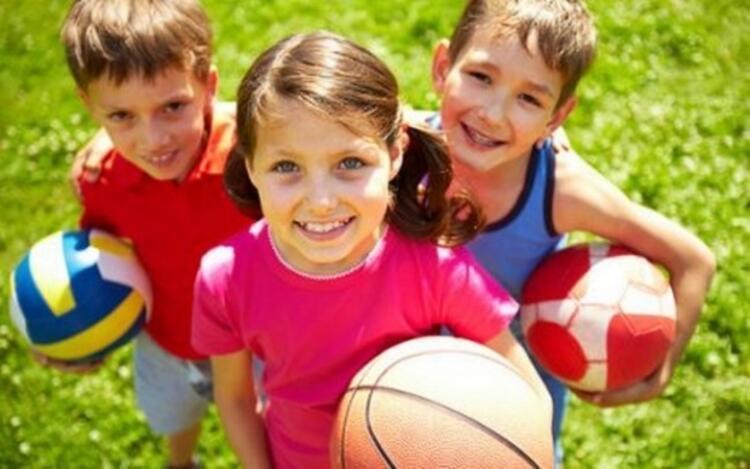 Oyun kurallarını öğrenen çocuk ahlak kurallarını öğrenir