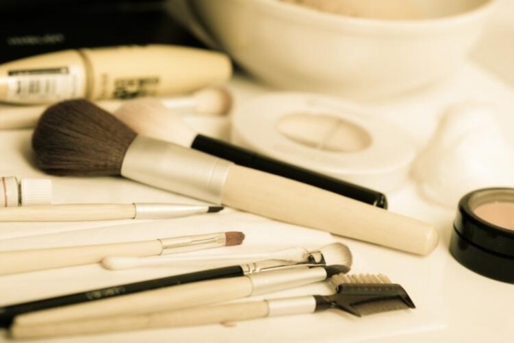 Makyaj fırçaları ve süngerleri