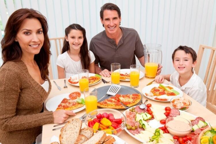 Düzenli beslenildiğinde tatili kilo almadan tatili bitirmek mümkün