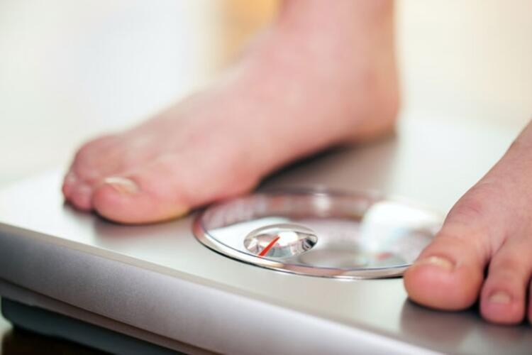 Hızlı kilo vermenin diğer yan etkileri şunları içerir: