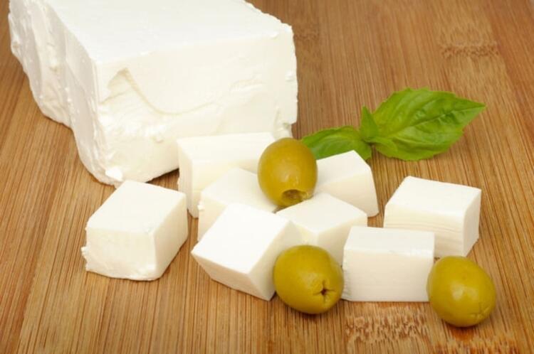 3-Bebeklere az tuzlu Sürmeli peynir verebilirsiniz