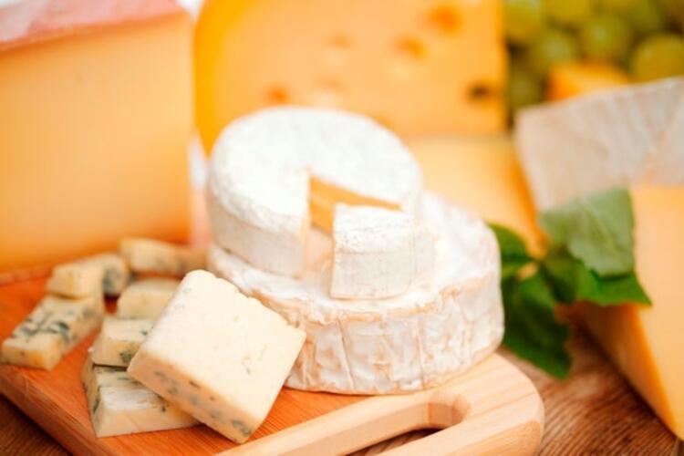 5-Kızartma peynirlerini suda beklettikten sonra kızartın