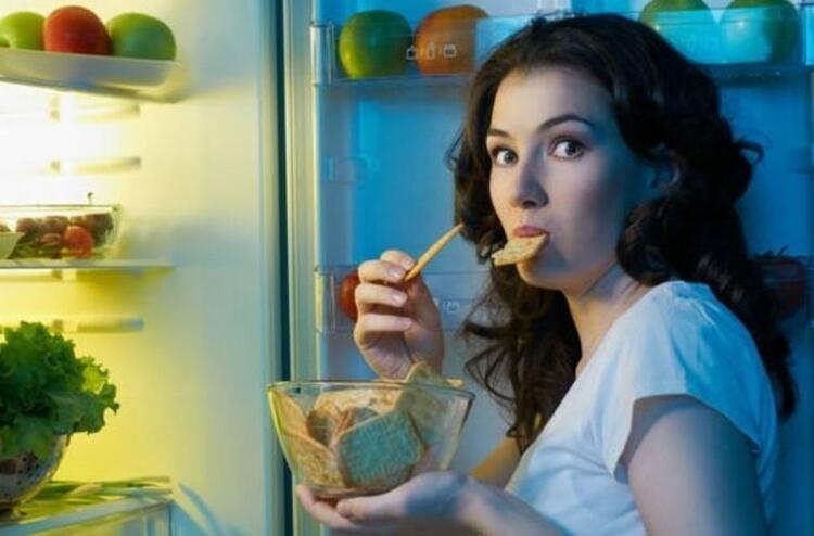 Uykudan önce ağır yemeklere ve içkiye dikkat