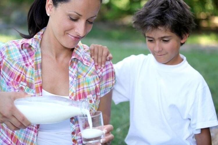 Günde bir bardak süt çocukları koruyor