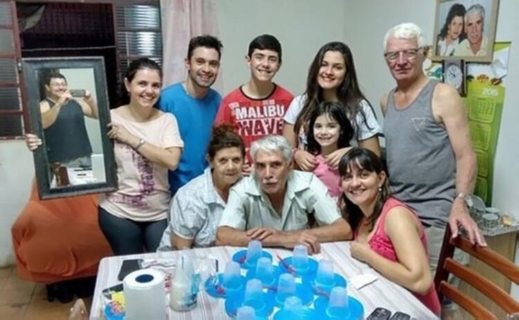 Kim demiş kameranın zamanlayıcısı olmadan aile fotoğrafı çekilemez