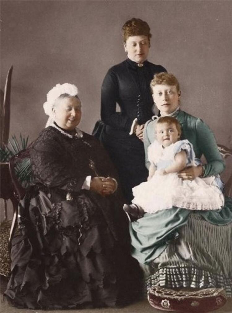 Dört Nesil: Kraliçe Victoria, Prenses Beatrice, Hesse Prensi Victoria ve Battenberg Prensesi Alice