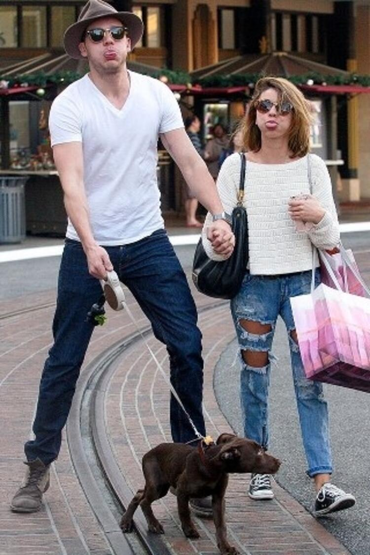 Sarah Hyland ve Dominic Sherwood