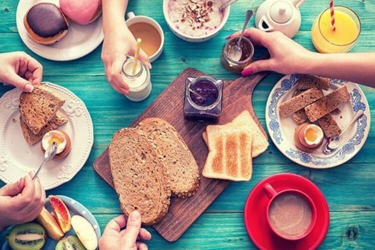 Vitamin ve mineral çeşitliliği olan iyi bir kahvaltı yapın