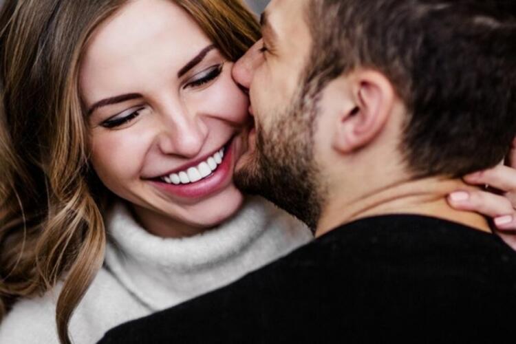 4- Aşk yargılamaz ve üstün değildir