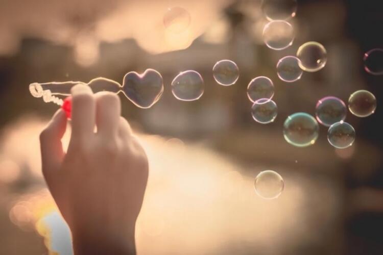 6- Aşk karşınızdakini mutlu etmenizi beklemiyor