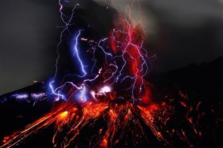 Volkanik Yıldırım - Japonya