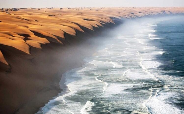 Namib Çölü'nün denizle buluştuğu yer