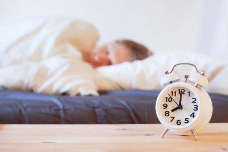 1) Aynı saatte yatıp aynı saatte kalkın