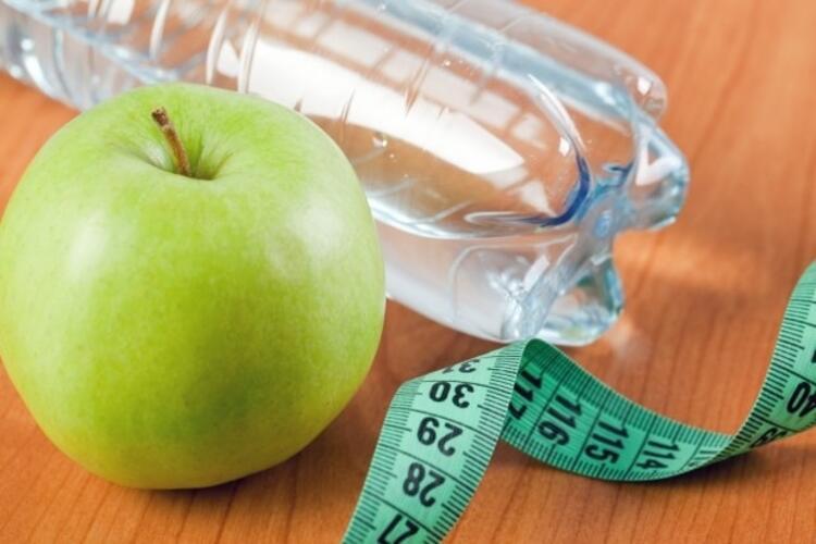 3) Su içemiyorsanız meyvelerle tatlandırın