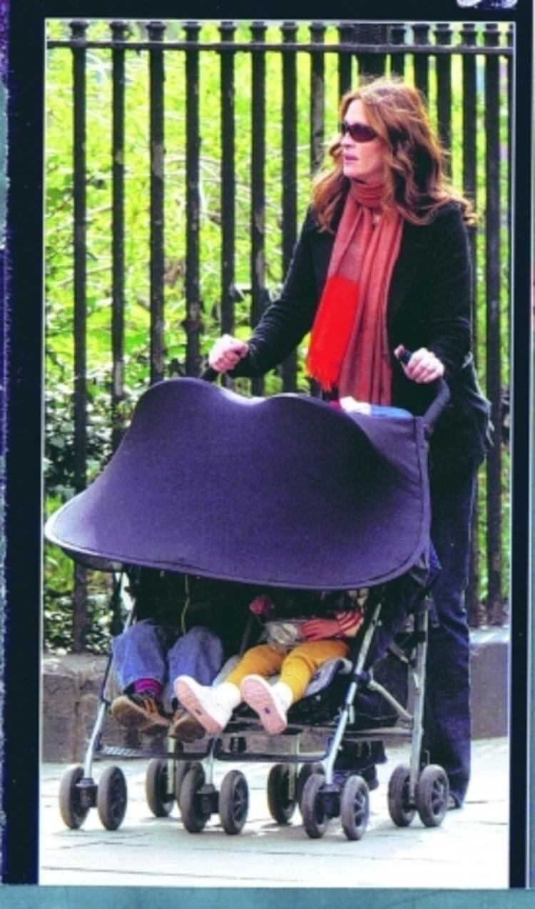 Julia Roberts ve eşi Danny Moder, ikizlerden kız olanına 'Hazel Patricia', erkek olanına da 'Phinnaeus Walter' adlarını verdi.