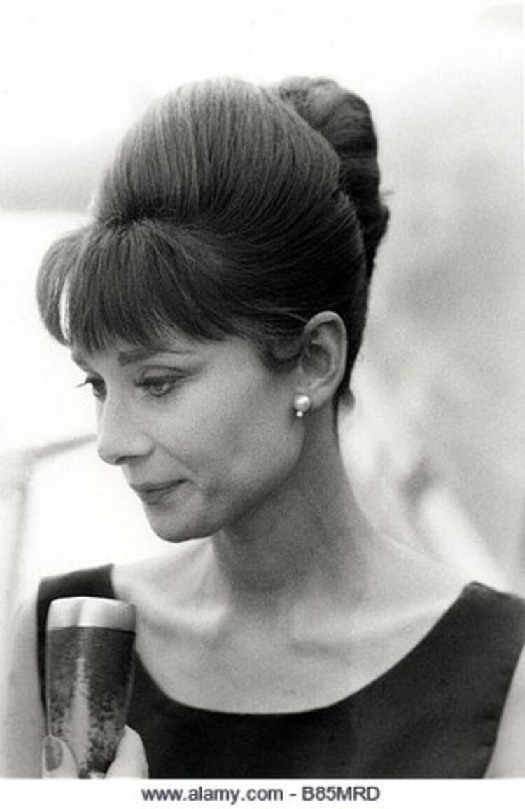 2. Audrey Hepburn ile tanınan arı kovanı topuz