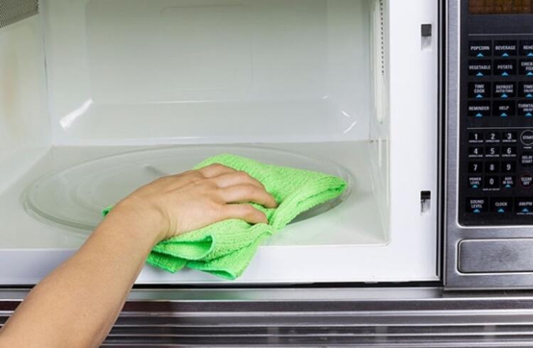 Mikrodalgayı temizlemek için...