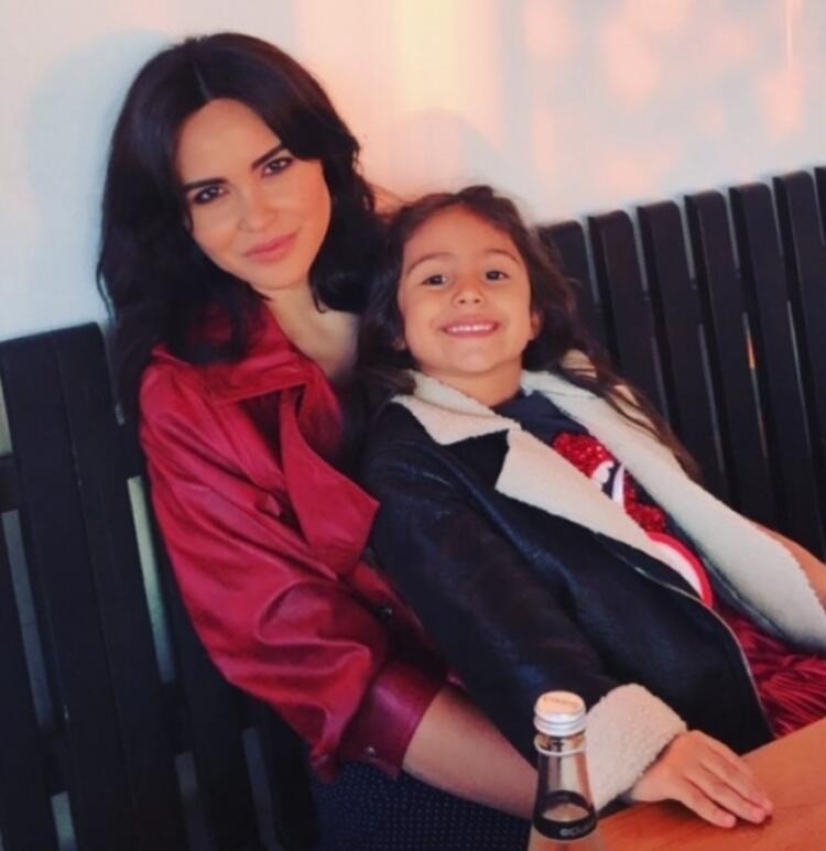 Zeynep Sever Demirel ve kızı Yade