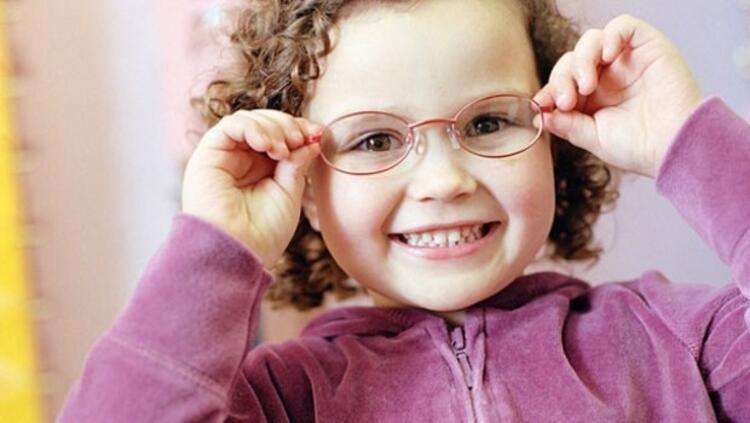 YANLIŞ: Gözlük takmak gözü tembelleştirir