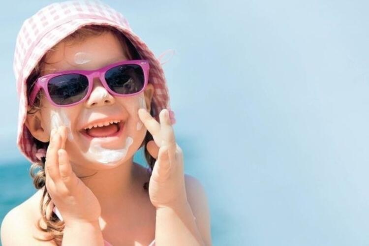 YANLIŞ: Çocukların güneş gözlüğü takmasına gerek yoktur