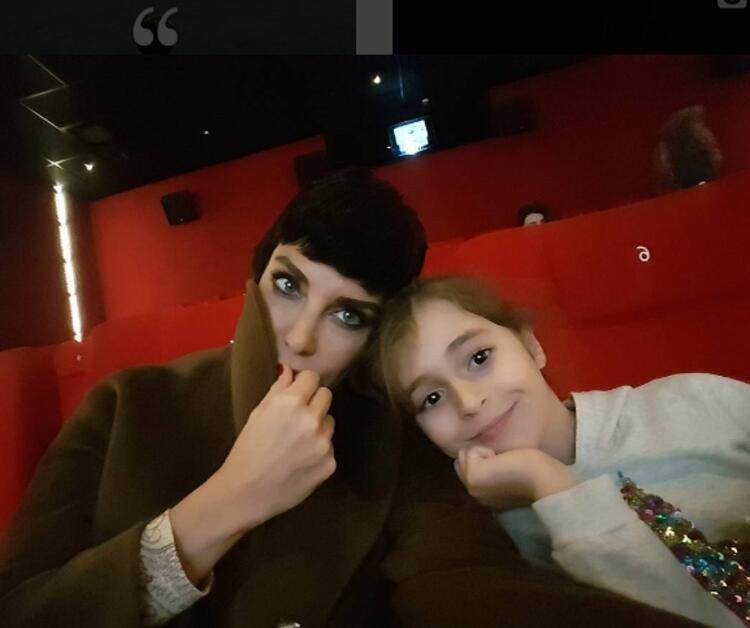 DENİZ AKKAYA - Kızımla kaçtık sinemaya ❤