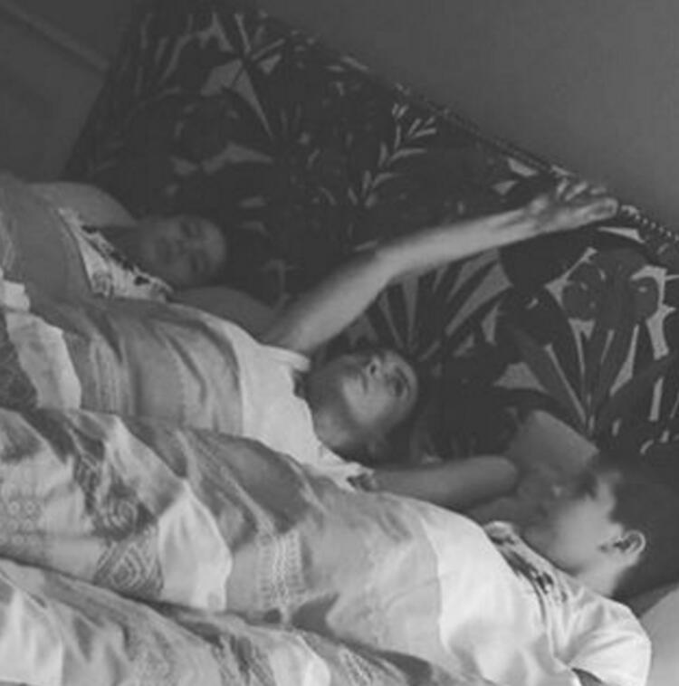 GÜLBEN ERGEN - Böyle uyur, böyle uyanırsam gülerim derdime...