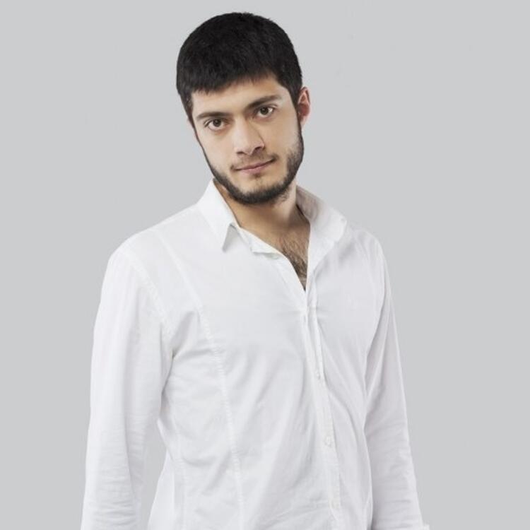 Umuda Kelepçe Vurulmaz - Azad (Mustafa Elikoğlu)