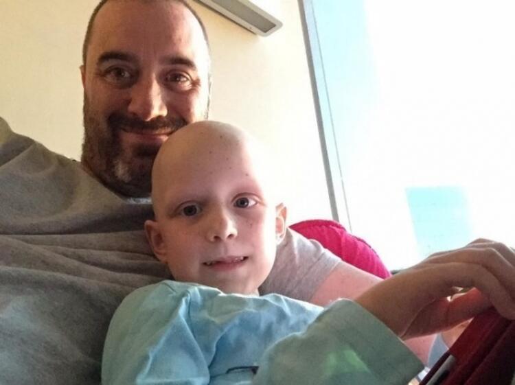 Hayley Brown... 7 yaşındaki dünyalar tatlısı bu küçük kıza Haziran ayında kanser teşhisi konulmuş.