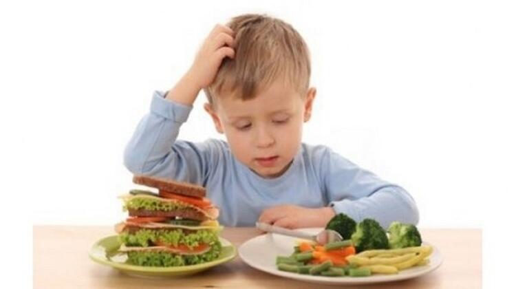 Zararlı besinlerin tamamen yasaklanması da hatalı