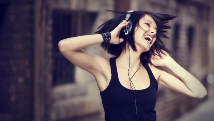 1.Sürekli yüksek sese maruz kalmak