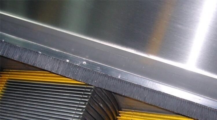 Yürüyen Merdivendeki Fırçalar
