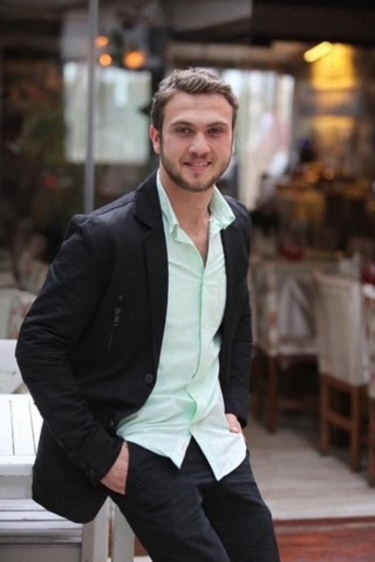 """2011 yılında Antalya Televizyon Ödülleri'nde, """"En İyi Yardımcı Erkek Oyuncu Ödülü""""ne layık görüldü."""