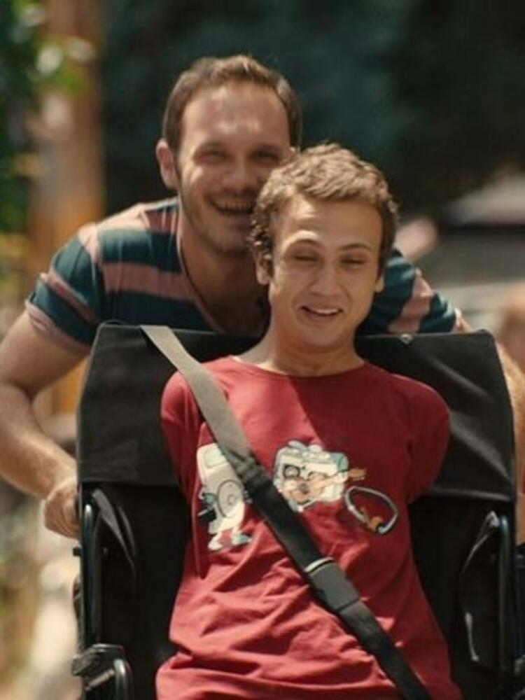 """2013'ün sonlarına doğru Çağan Irmak'ın """"Tamam mıyız"""" filminde kolları ve bacakları olmayan 'İhsan' karakteriyle oyunculuğunu herkese kanıtlamış oldu."""