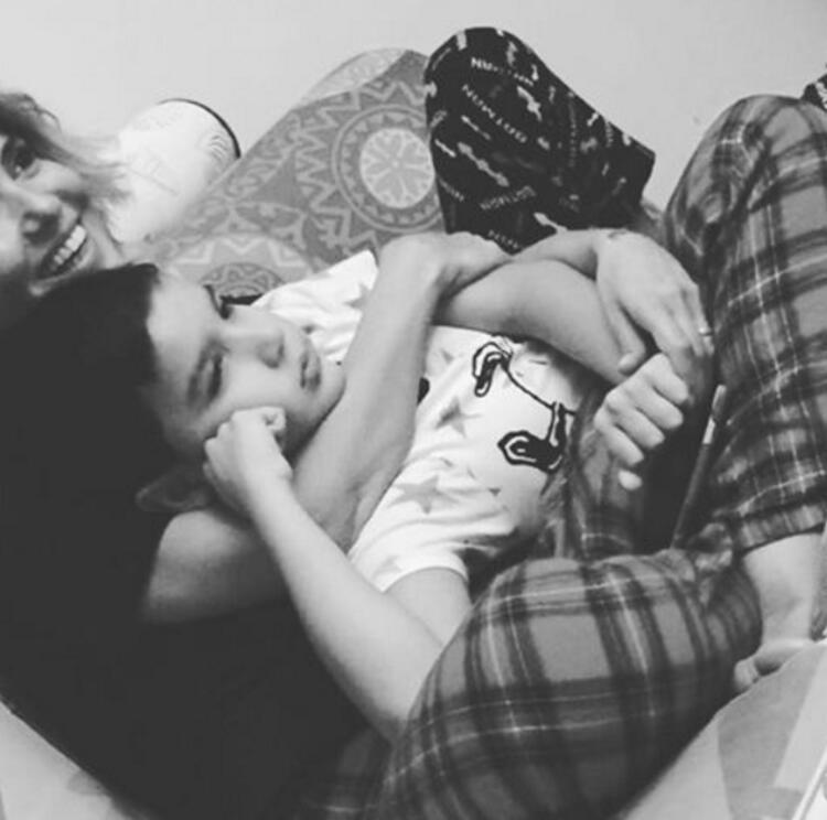 Gülben Ergen ve oğlu