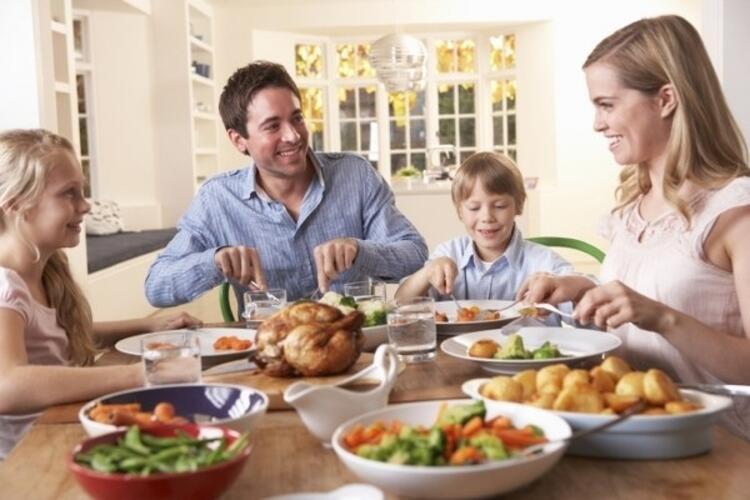 Akşamları şekerli içeceklerden ve ekmek ya da makarna gibi ağır yiyeceklerden uzak durun.