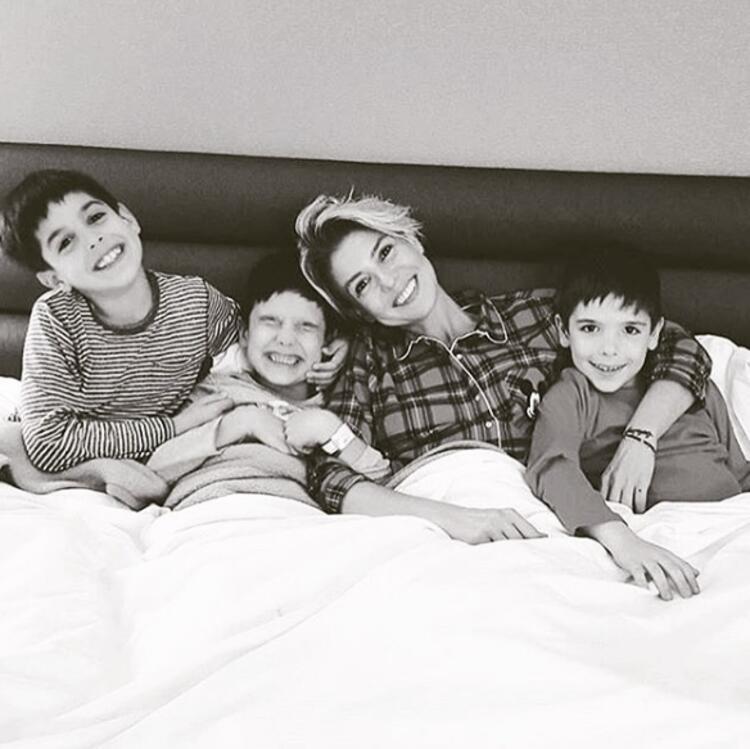 Gülben Ergen ve oğulları