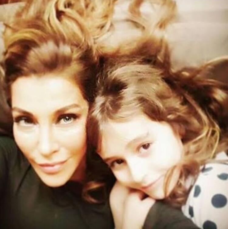 Deniz Akkaya ve kızı Ayşe