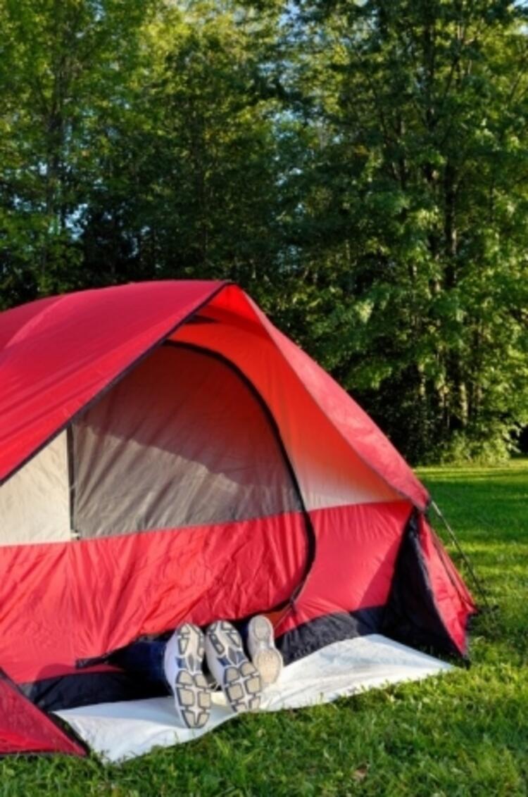 Evinizin bahçesinde kamp yapın.