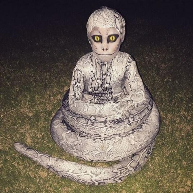 Başarılı bir yılan kostümü