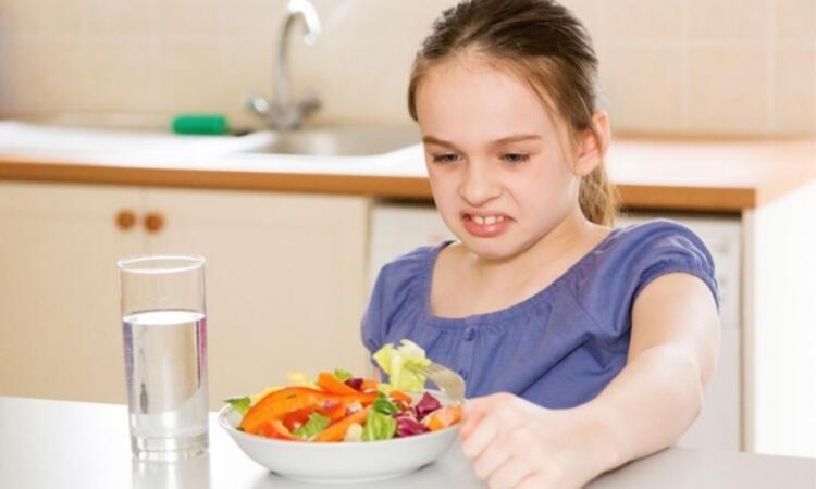 6-Çocuklarda yemek saatlerindeki değişiklikler, şeker seviyelerinde ciddi sorunlar yaratır mı Aşırı ve zararlı besinlere yönelirler mi