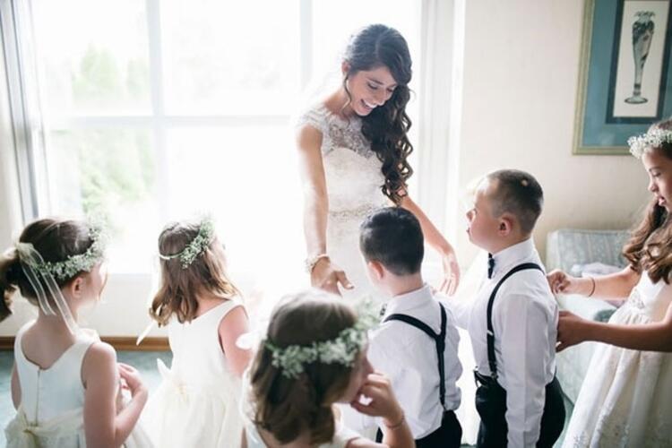 2. Düğününe öğrencilerinin hepsini davet etmiş ve hepsi düğüne katılmışlar.