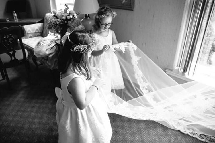 4. Düğünde down sendromlu kızlar gelinin nedimeleri olmuşlar.