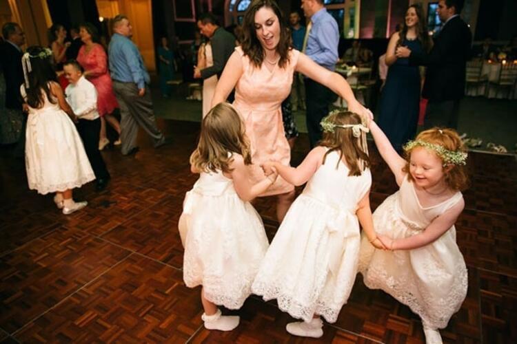 6. Bütün çocuklar düğünde çok eğlenmişler ve bol bol dans etmişler.