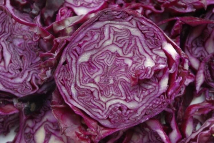 Salatanızda mutlaka kırmızı lahana olsun