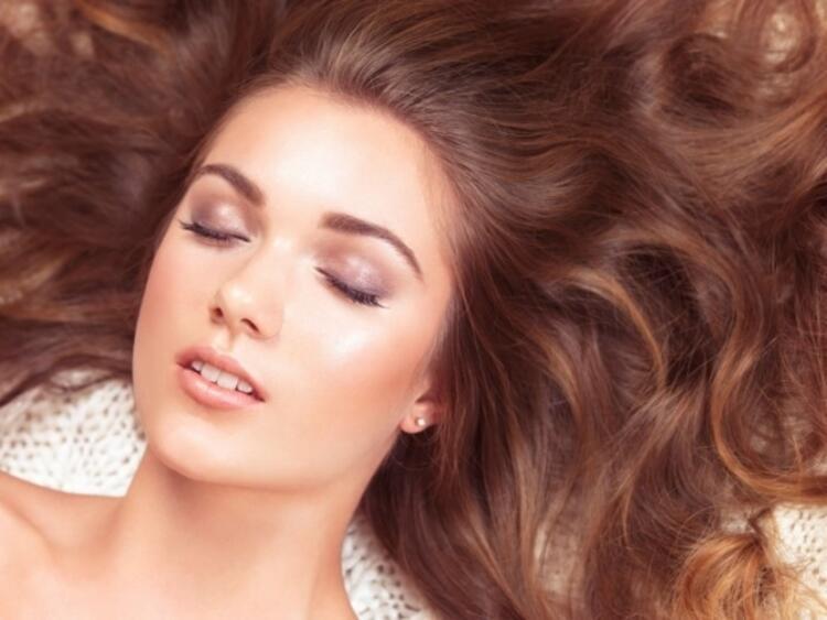 Cildi ve Saçı Sağlıklı Tutar