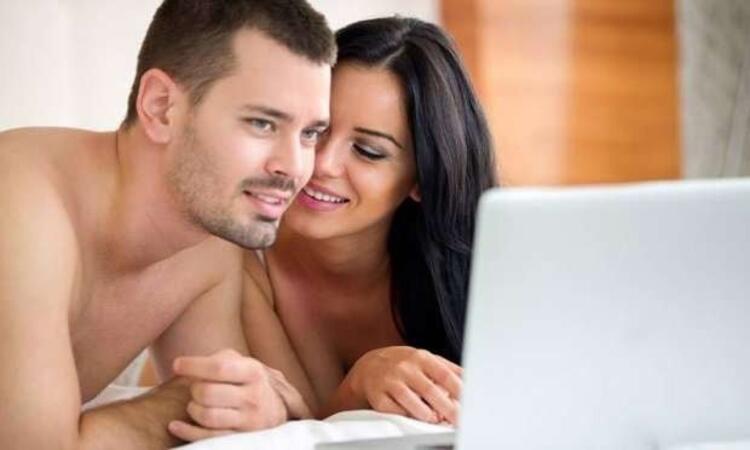 6- Birlikte porno izleyin