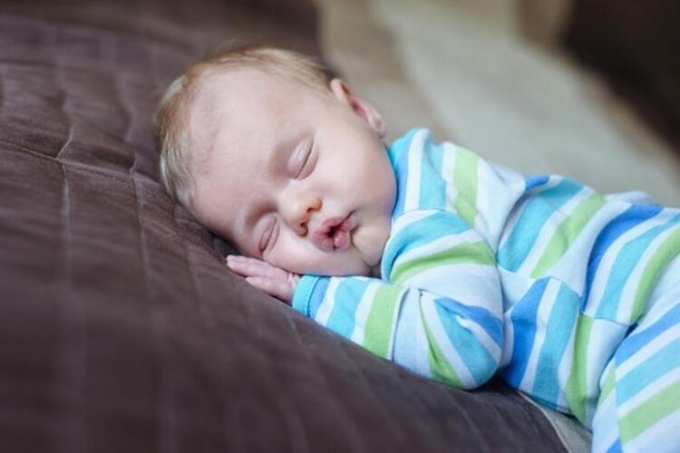Türkiye'de her 10 çocuktan 3'ünde uyku sorunu görüldüğünü söyleyen Çocuk Sağlığı ve Hastalıkları Uzmanı Dr. Reyhan Erol, uyku düzeni hakkında sorun yaşayan ebeveynlere önerilerde bulundu.