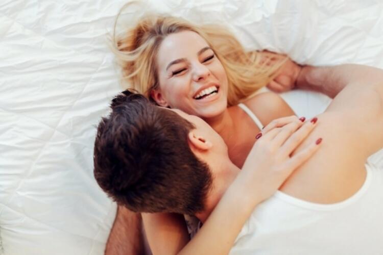 Seks yaparken konuşmak olayın büyüsünü bozar