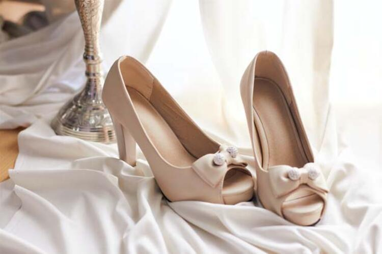 Yüksek topuklu ayakkabıların sebep olduğu diz sorunları